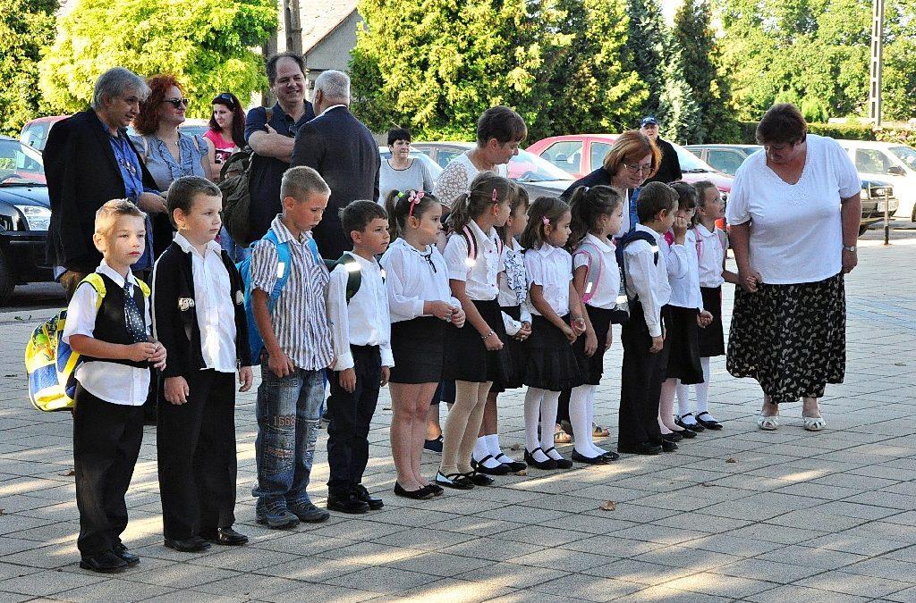 Évnyitó Ünnepség  Nikosz Beloiannisz Általános Iskola és Óvoda  2016. szeptember 1.